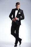 Homme d'affaires de mode avec des mains sur la veste photos stock