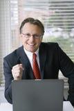 Homme d'affaires de sourire heureux Photographie stock libre de droits