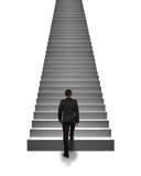 Homme d'affaires de vue arrière s'élevant sur des escaliers dans le blanc Images stock