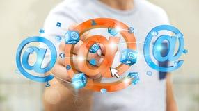 Homme d'affaires dessinant l'icône d'email du rendu 3D avec un stylo Photographie stock libre de droits