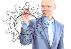 Homme d'affaires dessinant la carte du monde Image stock