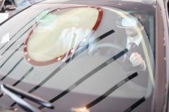 Homme d'affaires Driving dans VR Photo stock