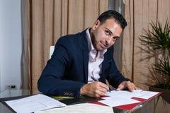 Homme d'affaires du Moyen-Orient dans le bureau Photographie stock libre de droits