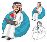 Homme d'affaires du Moyen-Orient Holding par tasse de café et de carnet avec Sit Pose Images stock