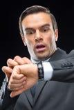 Homme d'affaires effrayé avec la montre-bracelet Photo libre de droits