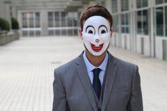 Homme d'affaires effrayant portant un masque Photographie stock