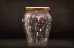 Homme d'affaires emprisonné dans le pot avec le concept de marques d'exclamation Image libre de droits