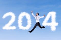 Homme d'affaires enthousiaste sautant avec 2014 Images stock