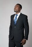 Homme d'affaires envisageant le contrat à terme Photographie stock libre de droits