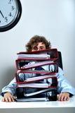 Homme d'affaires et dépliants Photographie stock libre de droits