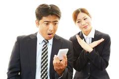 Homme d'affaires et femme d'affaires étonnés Photos libres de droits