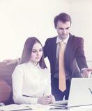 Homme d'affaires et femme d'affaires au travail Image libre de droits