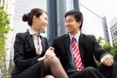 Homme d'affaires et femme d'affaires chinois Image stock