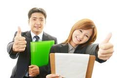 Homme d'affaires et femmes d'affaires de sourire Photographie stock libre de droits