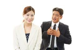 Homme d'affaires et femmes d'affaires de sourire Photographie stock