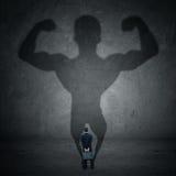 Homme d'affaires et ombre forte 1 Photo libre de droits