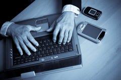 Homme d'affaires et ordinateur portatif aînés Images stock