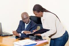 Homme d'affaires et son secrétaire Image stock