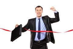 Homme d'affaires exécutant à la ligne d'arrivée Photo libre de droits