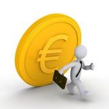 Homme d'affaires exécutant à partir de l'euro pièce de monnaie en baisse Photos stock