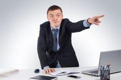 Homme d'affaires fâché dirigeant l'avant Photographie stock libre de droits