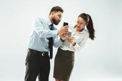 Homme d'affaires fâché et son collègue dans le bureau Photographie stock