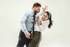 Homme d'affaires fâché et son collègue dans le bureau Photos libres de droits