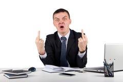 Homme d'affaires fâché te montrant les doigts moyens d'isolement sur le fond blanc Photos stock