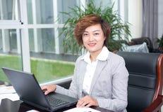 Homme d'affaires féminin asiatique Photographie stock