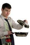 Homme d'affaires faisant cuire la nourriture Photo stock