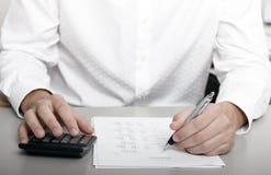 Homme d'affaires faisant des écritures Image stock