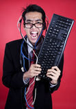 Homme d'affaires fol avec le clavier et les câbles Photographie stock