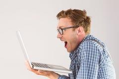 Homme d'affaires Geeky utilisant son ordinateur portable Photos stock