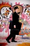 Homme d'affaires, graffiti urbain photographie stock