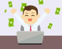Homme d'affaires heureux à gagner l'argent d'en ligne Photo stock