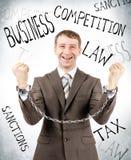 Homme d'affaires heureux dans des manchettes Photo stock
