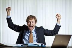 Homme d'affaires heureux faisant un score Photographie stock libre de droits