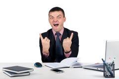 Homme d'affaires heureux soulevant ses pouces Photographie stock libre de droits