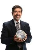 Homme d'affaires hispanique Holding Earth photographie stock libre de droits