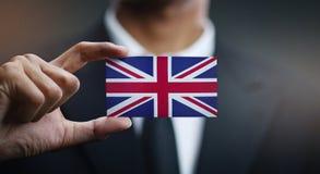 Homme d'affaires Holding Card de drapeau du Royaume-Uni photos libres de droits