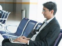 Homme d'affaires indien à l'aéroport Photos stock