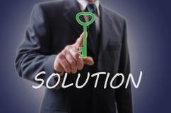 Homme d'affaires indiquant la solution Image libre de droits