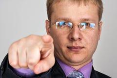 Homme d'affaires indiquant vous Photo stock