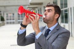 Homme d'affaires jouant la trompette photos libres de droits