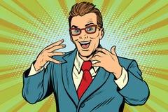 Homme d'affaires joyeux gesticulant avec des verres Photo libre de droits