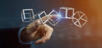 Homme d'affaires jugeant un cube en blockchain du rendu 3d d'isolement sur a Photo stock