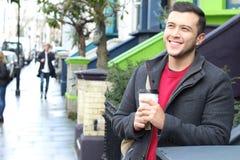 Homme d'affaires laissant son ménage pendant le matin photographie stock libre de droits