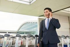 Homme d'affaires Landing dans l'aéroport Photo libre de droits