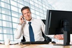 Homme d'affaires mûr dans le bureau Photo stock