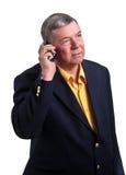 Homme d'affaires mûr parlant sur le téléphone portable, d'isolement Images libres de droits